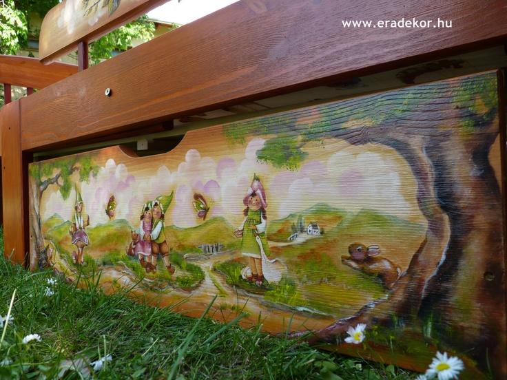 Kihúzható ágyneműtartóval - Medike névreszóló tömörfenyő festett hosszabbítható gyerekágy ágyneműtartóval, leesésgátlóval. Fotó azonosító: AGYMED08