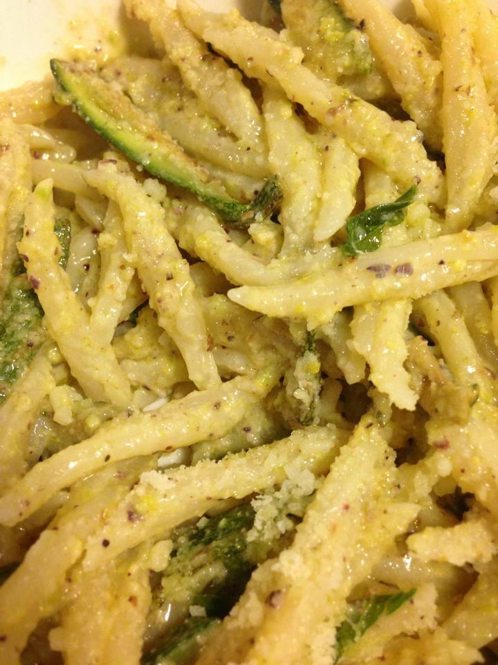 trofie al pesto di pistacchi con zucchine profumate alla menta