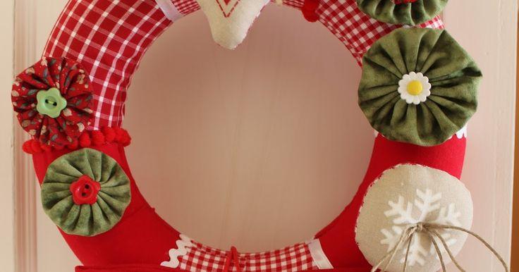 En España solemos limitar a la época de Navidad la afición a utilizar coronas para decorar nuestras casas, costumbre que, en e...
