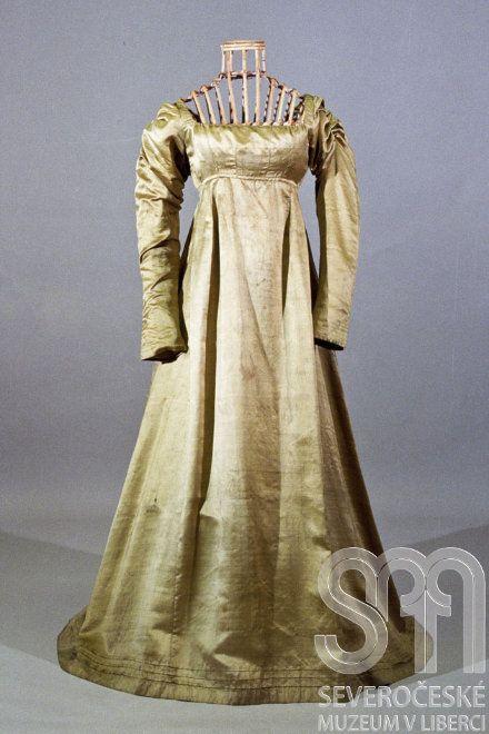 Silk dress c1815 Datation's strange : I would have date it 1795