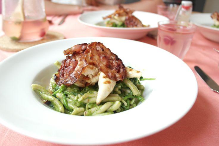Lekkere glutenvrije pasta met basilicum spinazie saus voor een rustige buik! Fodmap proof recept!