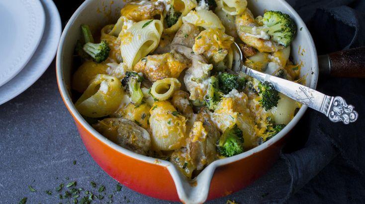 Makaronigrateng er skikkelig digg mat - både for barn og voksne. Den blir ekstra mettende og en fullverdig middag om du har i brokkoli og kylling også.