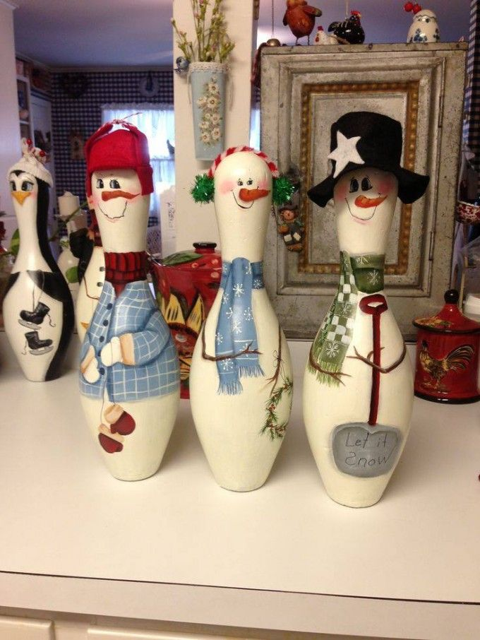 Turn Bowling Pins into Snowmen...so cute! These are the BEST Homemade Christmas Decorations & Craft Ideas!