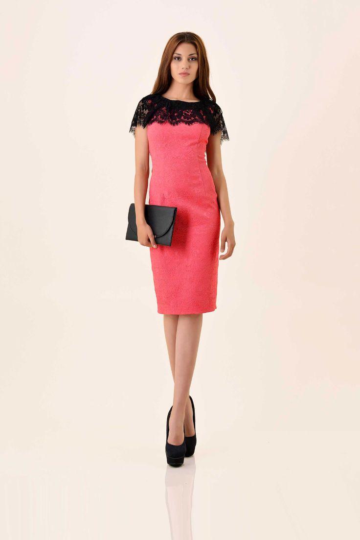 Rochie eleganta cu accesoriu din dantela. #dress #SePoartaPerDonna
