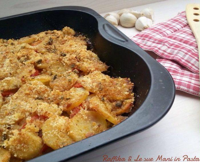 """Il baccalà al forno con patate è un saporito secondo piatto, dal profumo irresistibile, molto semplice da preparare e arricchito dal mio """"mix"""" speciale."""