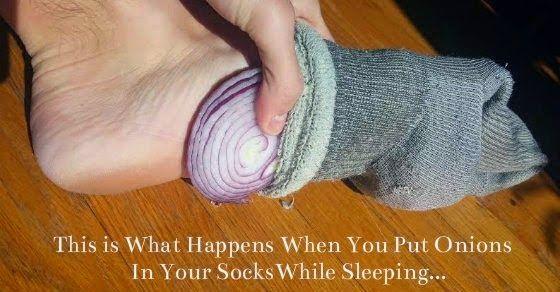 Ecco cosa succede se metti una cipolla nel calzino sotto ai piedi durante la notte | Terra2000