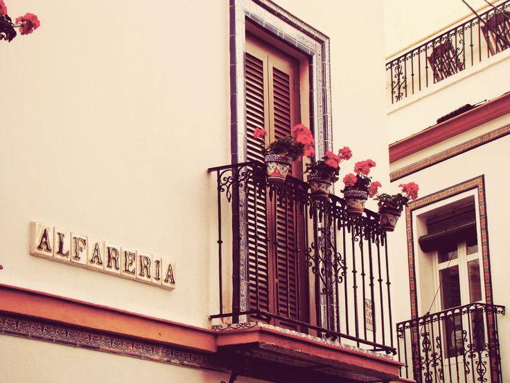 Calle alfarería - Triana - Sevilla  www.trianaocio.es