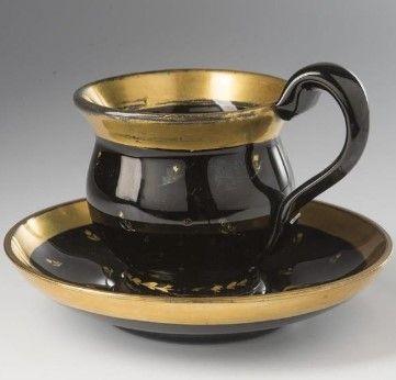Koflík s miskou sklo černé, hyalitové, jemně zlacená kvítka, Čechy, 40. léta 19. století, výška 9 cm,Buquoyské sklárny ?