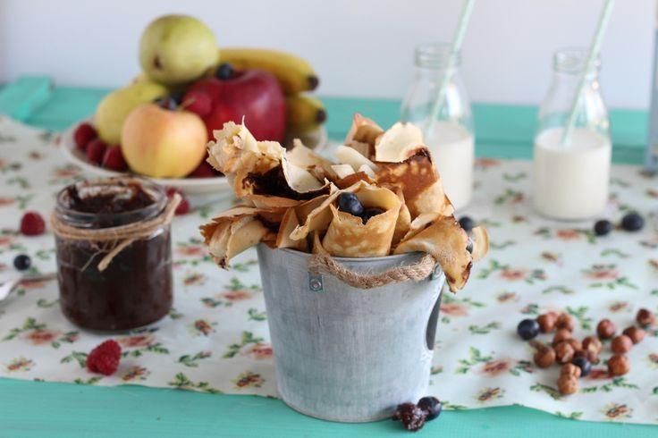 Κρέπες με σπιτική πραλίνα φουντουκιού και φρέσκα φρούτα