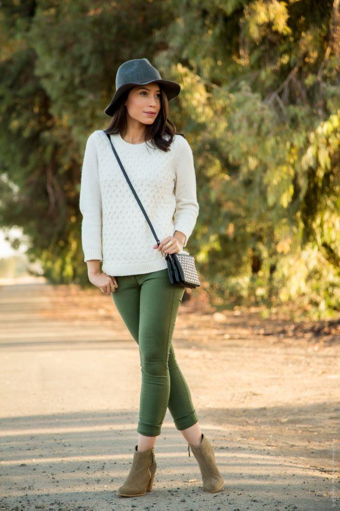 pantalon kaki pull blanc