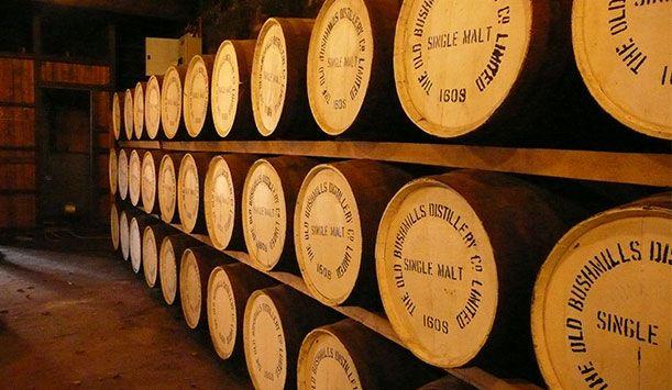 Irlanda: whisky in tour | Ireland.com link: http://www.ireland.com/it-it/cose-da-vedere-e-fare/cibo-e-bevande/articoli/whisky-irlandese-in-tour/