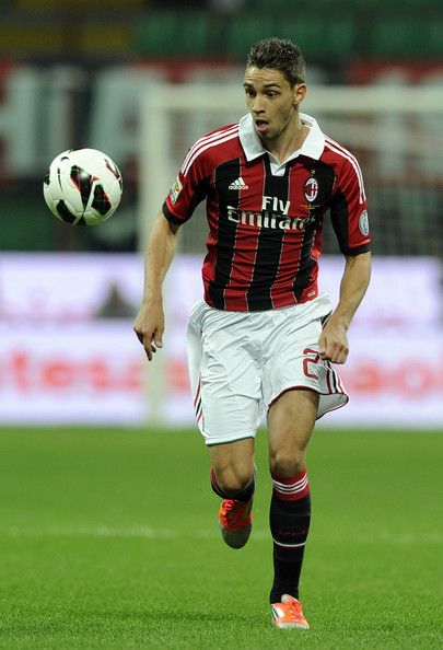Mattia De Sciglio Photos - Mattia De Sciglio of AC Milan in action during the Serie A match between AC Milan and Cagliari Calcio at San Siro Stadium on September 26, 2012 in Milan, Italy. - AC Milan v Cagliari Calcio - Serie A