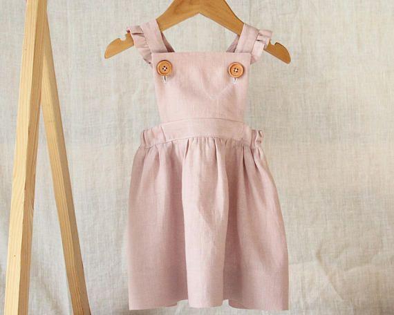 Dieses Schone Handgemachte Madchen Blass Altrosa Rosa Leinen Tragerkleid Ist Die Perfekte Erganzun Baby Clothes Patterns Childrens Clothes Little Girl Fashion