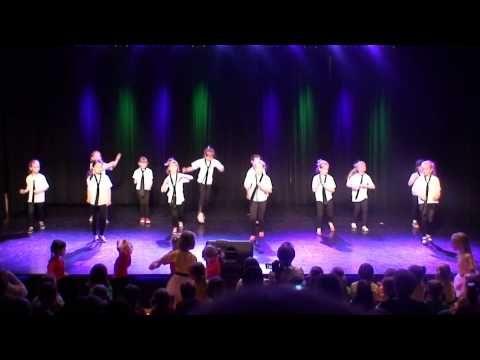 Taniec do utworu Smooth Criminal w wykonaniu dzieci z pracowni rytmicznej - YouTube