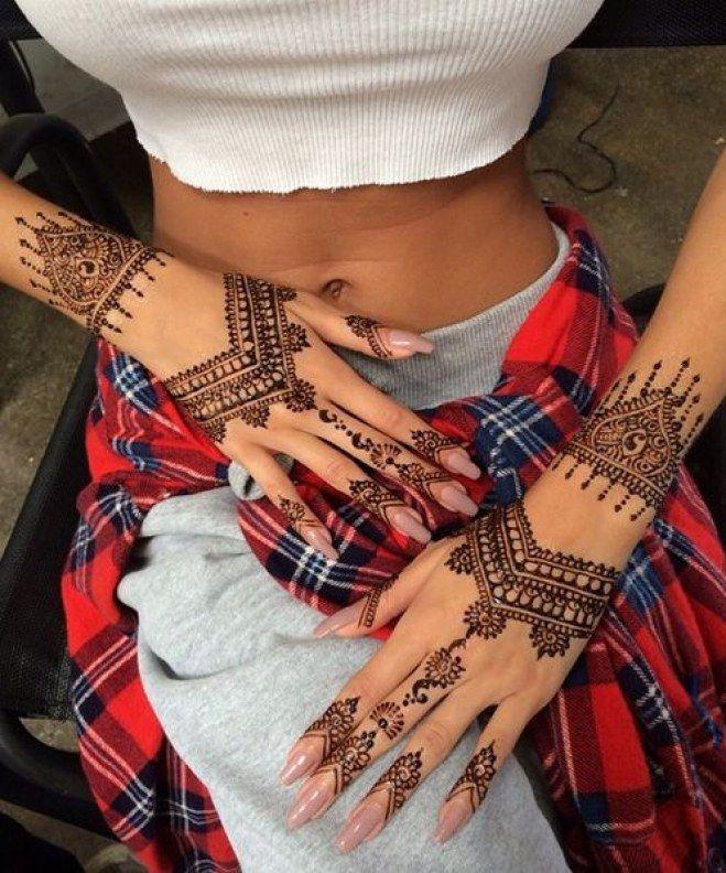 Tattoo des deux mains au henné noir