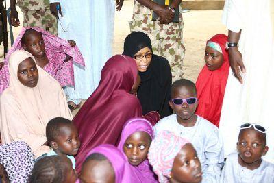 Pictures: Govt delegation visits underage wives of Boko Haram - http://www.thelivefeeds.com/pictures-govt-delegation-visits-underage-wives-of-boko-haram/