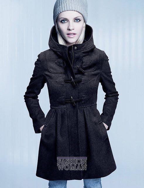 Латышская топ-модель Гинта Лапина (Ginta Lapina) приняла участие в съемках для нового лукбука верхней одежды H&M. Его основу составили укороченные и приталенные пальто, утепленные курточки, парки и короткие полушубки из