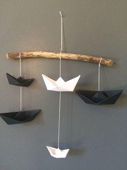 Mobile Inès bateaux origami noirs et blancs