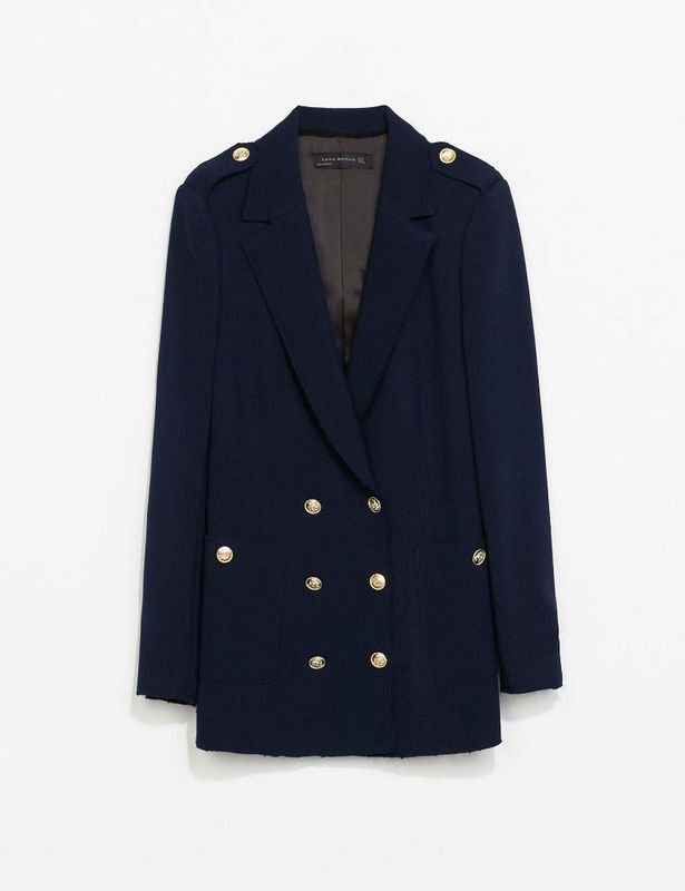 Blazer. Inspirado en los oficios militares. Azul marino de Zara. 69.95 euros