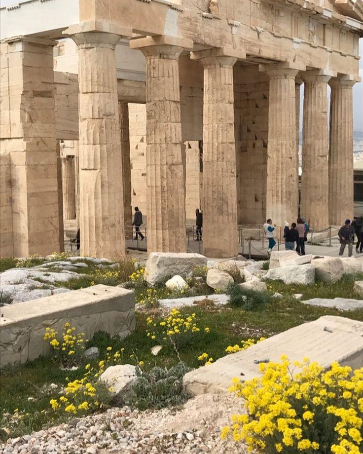 Propylaea, Athens Acropolis.  Ανοιξιάτικη Κυριακή στα μάρμαρα ☀️ #acropolis #spring #athens #sunday #ilovemycity #lookmag #athensvoice #athensvoiceradio 102,5 fm  .…