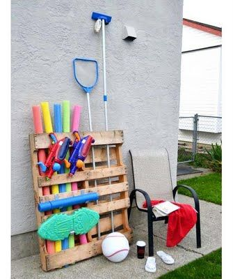 outdoor things : Organization, Pools Storage, Gardens Tools, Pools Stuff, Pool Toys, Wooden Pallets, Pools Toys, Old Pallets, Pools Ideas