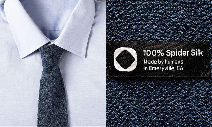 A Bolt Threads, empresa de biotecnologia, lançou a primeira gravata unissex do mundo feita de seda de aranha tecida em máquinas de tricô. O elegante design da gravata mostra que este tecido inspirado na natureza não está mais limitado aos laboratórios de tecnologia. A peça, feita 100% da seda de aranha sintética, é o primeiro produto desse material disponível para compra. Acompanhe: www.blog.bloe.com.br/vPNgN #bloe #modaconsciente #modasustentavel #feitonobrasil