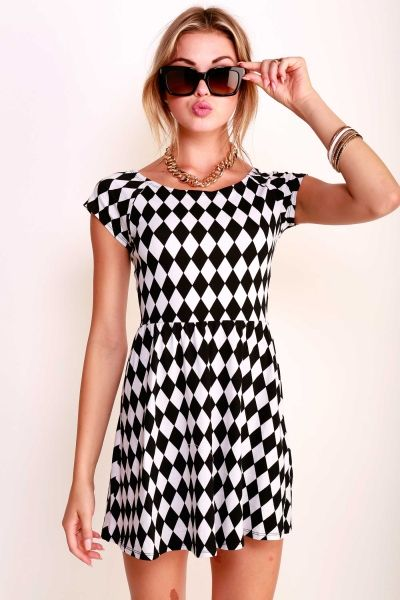 SHORT SLEEVED CHECKERED SKATER DRESS