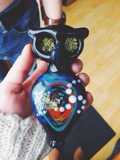 SO FUCKING DOPE!!! I LOVE THIS PIECE I WANT IT <3 !!!!  Owl // bowl // smoke // weed - CannabisTutorials.com