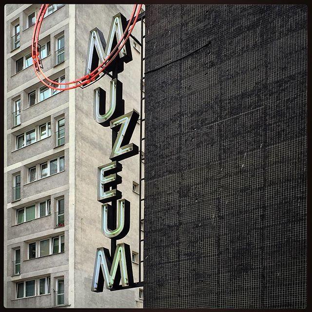 #muzeumsztukinowoczesnej #msnwarszawa #typografiawarszawy #szyld #neon #signs #typography #typografia #igerswarsaw #igerspoland #msnwarszawa #emilka #warsaw #warszawa #poland #polska #design #modern #emilia #msnwarsaw