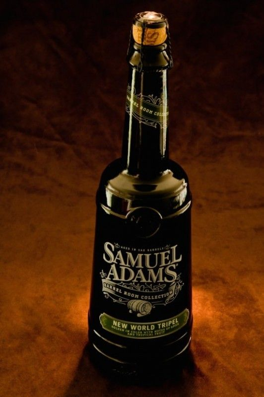 Cerveja Samuel Adams New World, estilo Belgian Tripel, produzida por Boston Beer Company, Estados Unidos. 10% ABV de álcool.