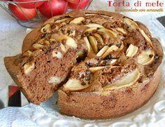 La Torta di mele al cioccolato con amaretti è una dolcissima idea. Mescolare il cioccolato alle mele è stata una rivelazione golosa e particolare