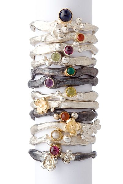 """Wim Meeussen : Ringen zilver """"W1233 / W1234 / W1235 / W1236"""" Mogelijkheid tot zwarte afwerkingslaag met rodium en kleursteentjes en details in 18kt goud naar keuze."""
