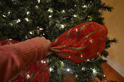 Decorating A Christmas Tree With Mesh Ribbon Tutorial: I do this on our tree, love how it looks!