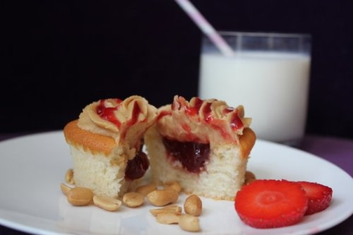 Peanutbutter & Jelly Cuppies. The recipe is in German lol but I bet regular white or vanilla cupcakes then squirt jelly in the middle and use PB and a little jelly on top. Or even put the PB in the middle and jelly on top. ??