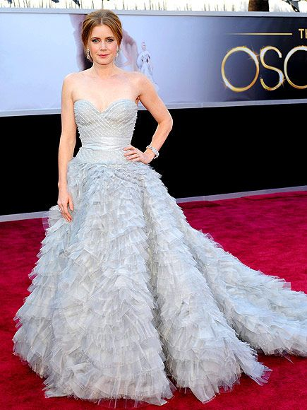I love the Oscar de la Renta dress Amy Adams wore tonight! Stunning! I would totally wear this as a wedding gown!