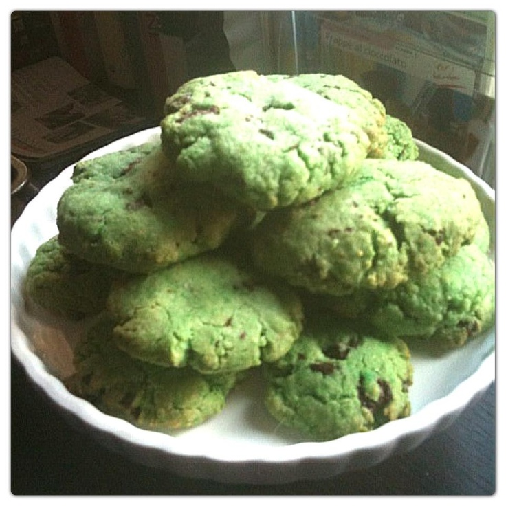 """Cookies ciocco-menta""  trovate la ricetta qui - find the recipe here ---> http://www.facebook.com/media/set/?set=a.121624294591004.32210.121609514592482=3#!/photo.php?fbid=372688359484595=a.121624294591004.32210.121609514592482=3"