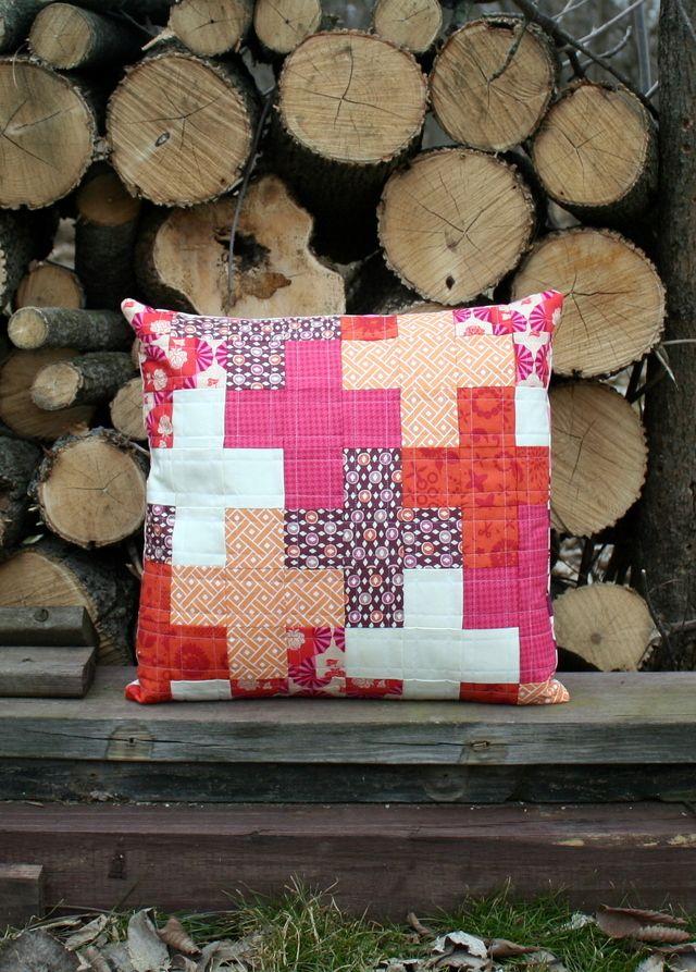Patchwork Pillow Patterns for Beginner Quilters & 288 best Pillow Talk images on Pinterest | Pillow talk Sewing ... pillowsntoast.com