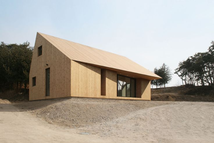 Shear House, a single family vacation house at a historical town in Yecheon, seeks how a simple-formal treatment influences to program organization and environmental qualities. Two bedrooms, kitchen, bathroom and stair are placed in North half of house...