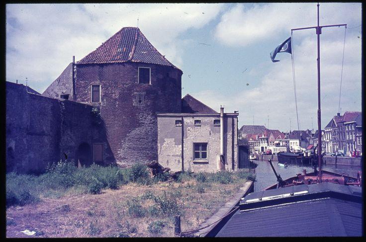 Zwolle - Pelsertoren en Pelserpoortje voor het begin van de restauratie.