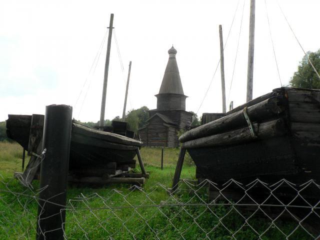 Старинные рыбацкие лодки. Витославлицы. Великий Новгород
