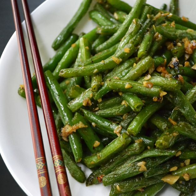 http://soupbelly.com/2017/05/12/chinese-stir-fried-green-beans-garlic/ #atlantafoodie #foodporn #food #foodblogger #foodblog #vegetables #chinesefood #takeout #recipe