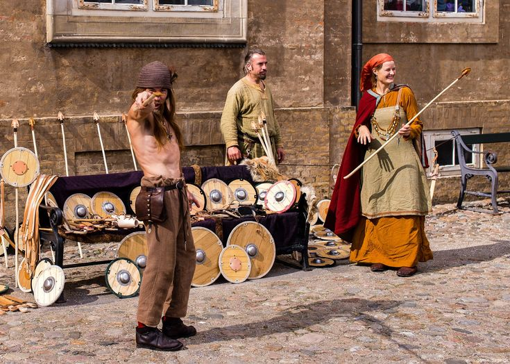 I disse dage er der Vikingemarked på Nationalmuseet, og selvf. rykker jeg ud med fotoudstyret!  Først og fremmest må jeg sige, at har det væ.. #Vikingemarked #Marked #Nationalmuseet