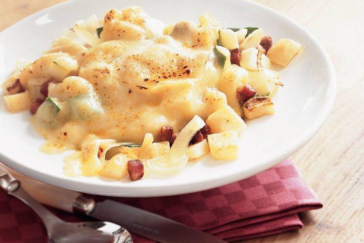 Kijk wat een lekker recept ik heb gevonden op Allerhande! Aardappelschotel met kaas en courgette
