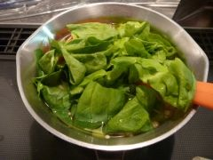 楽天が運営する楽天レシピ。ユーザーさんが投稿した「とろとろ豆腐の★熱々!中華スープ。」のレシピページです。片栗粉でとろみをつけて、豆腐を入れてボリュームたっぷりの中華スープにしました。豆腐がつるん、スープがとろとろ♥いつまでも熱々です!。中華スープ。豆腐(絹),長ネギ,サラダ菜(レタス、ちんげん菜),えのき茸,======スープ======,水,●ウェイパー,●醤油,●お酒,●塩、胡椒