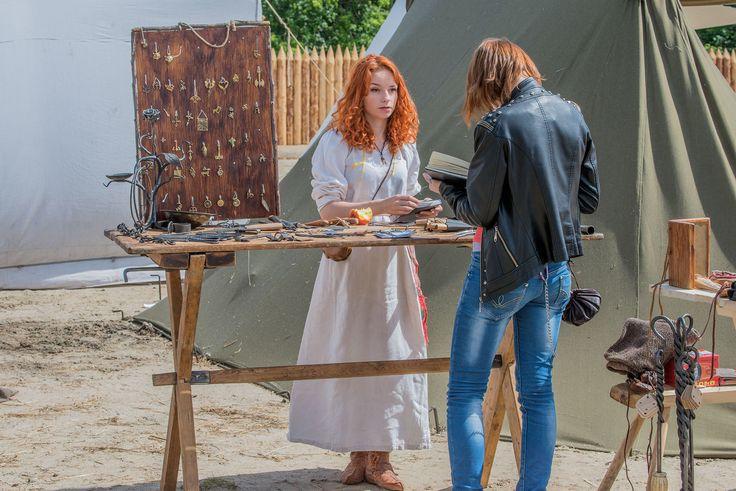 украшения, заколки, ножи на фестивале Битва тысяча мечей
