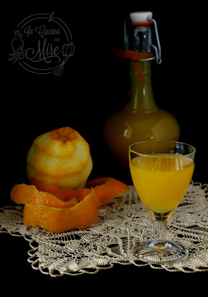Dalla #Calabria non può mancare il Liquore all'arancia fatto in casa #gialloblog #ricetta #liquori #incucinaconmire q