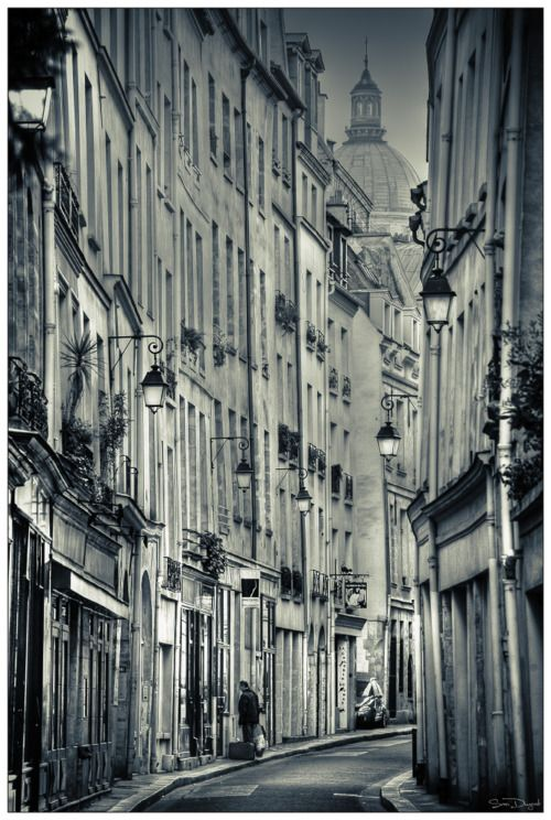 Lanterns in a beautiful neighborhood in Paris, France <3 <3