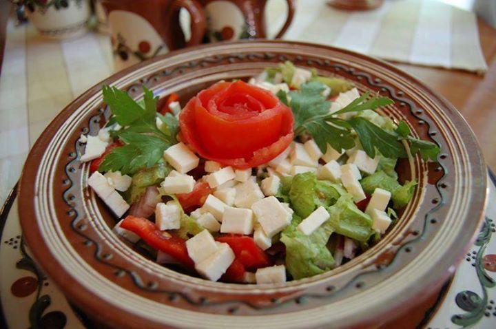 Poftă bună la salata păstorului!