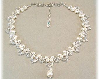 Collar de novia lágrima en cascada crema perla por BridalDiamantes                                                                                                                                                     Más