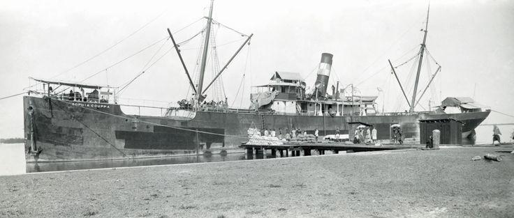 Το νεότευκτο ατμόπλοιο SOPHIA COUPPA, κατασκευάστηκε το 1890 στην Αυστροουγγαρία για λογαριασμό του ομογενή επιχειρηματία Οράτιου Κούππα. / The steamship SOPHIA COUPPA, built in 1890 in Austria-Hungary for the entrepreneur Oratios Couppas, based in Marseille.